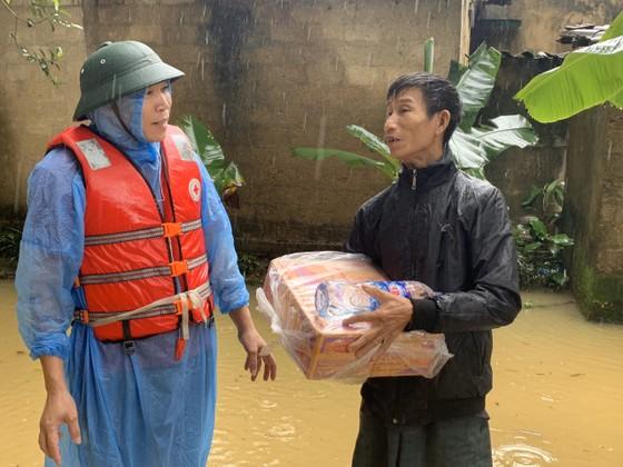 Hà Tĩnh khẩn trương tổ chức sơ tán các hộ dân ở vùng có nguy cơ cao lũ quét, sạt lở đất và ngập lụt sâu ảnh 6