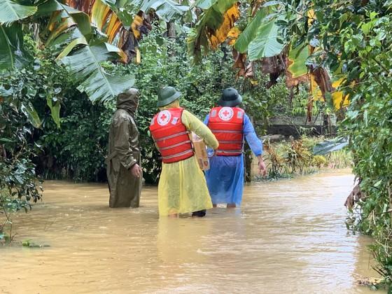 Hà Tĩnh khẩn trương tổ chức sơ tán các hộ dân ở vùng có nguy cơ cao lũ quét, sạt lở đất và ngập lụt sâu ảnh 13