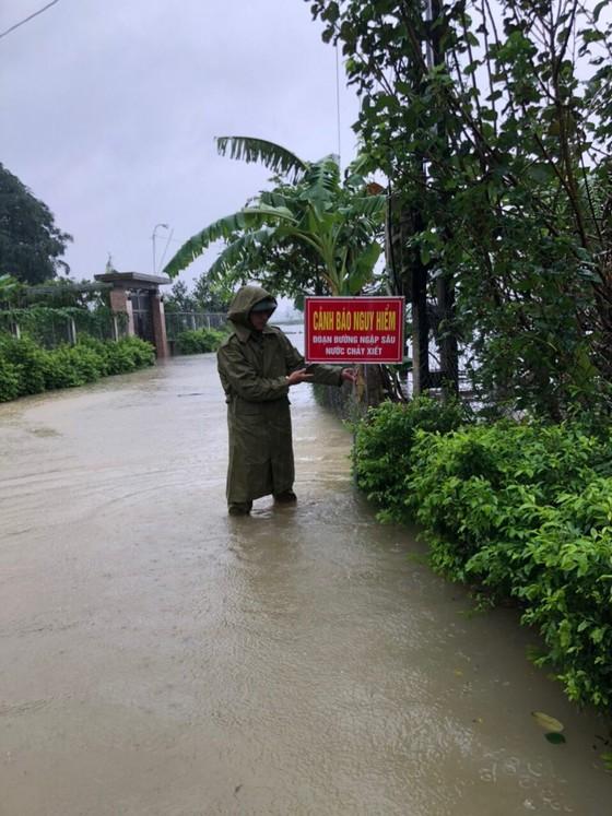 Hà Tĩnh khẩn trương tổ chức sơ tán các hộ dân ở vùng có nguy cơ cao lũ quét, sạt lở đất và ngập lụt sâu ảnh 1