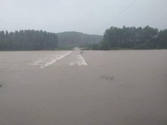 Hà Tĩnh khẩn trương tổ chức sơ tán các hộ dân ở vùng có nguy cơ cao lũ quét, sạt lở đất và ngập lụt sâu ảnh 2