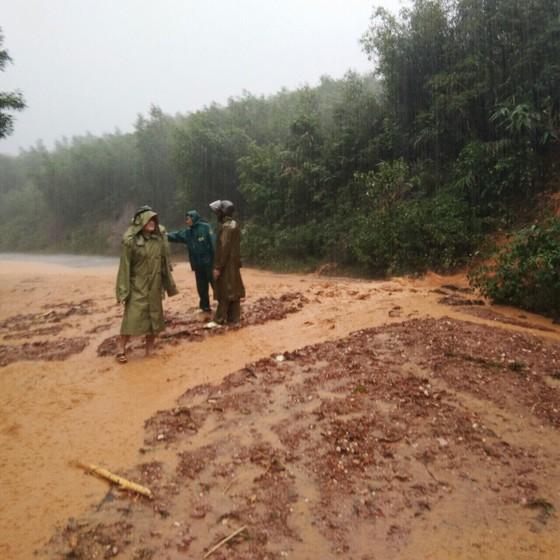 Hà Tĩnh khẩn trương tổ chức sơ tán các hộ dân ở vùng có nguy cơ cao lũ quét, sạt lở đất và ngập lụt sâu ảnh 10