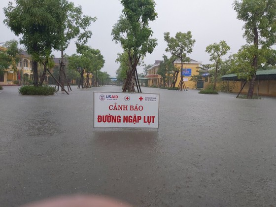 Hà Tĩnh sơ tán hàng trăm người dân đến nơi an toàn tránh lũ ảnh 10