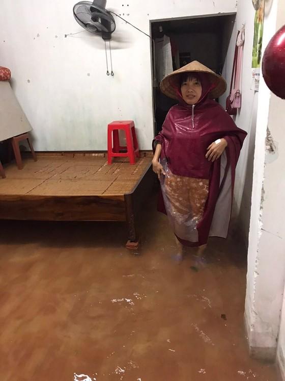 Hà Tĩnh sơ tán hàng trăm người dân đến nơi an toàn tránh lũ ảnh 9