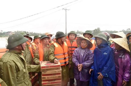 Phó thủ tướng Trịnh Đình Dũng kiểm tra công tác ứng phó mưa lũ tại Hà Tĩnh ảnh 2