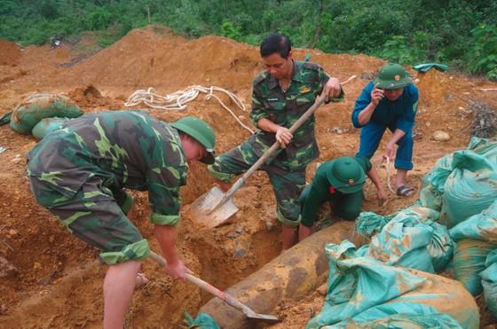 Hà Tĩnh xử lý 2 quả bom còn sót lại sau chiến tranh ảnh 11