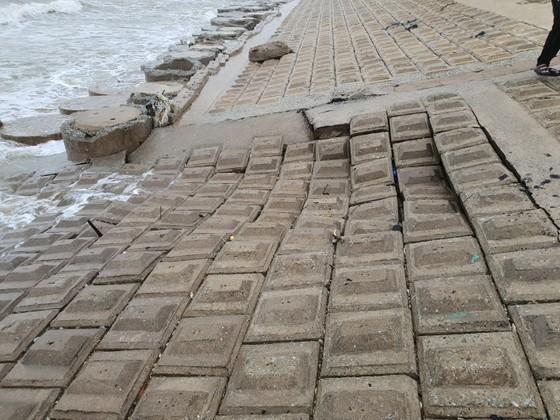 Nỗi lo sạt lở kè biển trong mùa mưa bão tại Hà Tĩnh ảnh 3