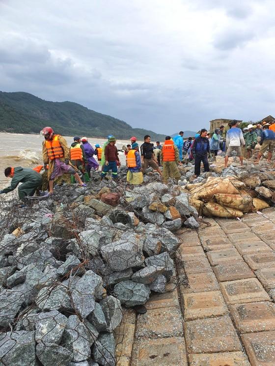 Nỗi lo sạt lở kè biển trong mùa mưa bão tại Hà Tĩnh ảnh 1