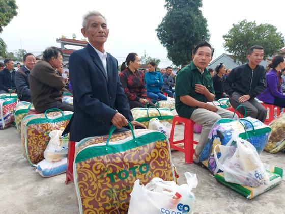 Trao quà hỗ trợ 410 hộ dân ở vùng lũ Hà Tĩnh ảnh 2