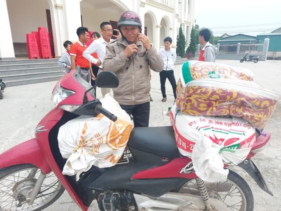 Trao quà hỗ trợ 410 hộ dân ở vùng lũ Hà Tĩnh ảnh 6