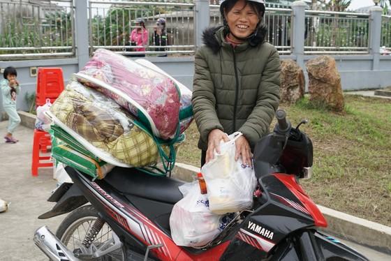 Trao quà hỗ trợ 410 hộ dân ở vùng lũ Hà Tĩnh ảnh 5