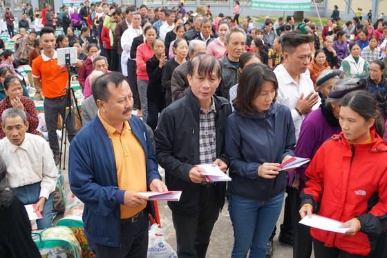 Trao quà hỗ trợ 410 hộ dân ở vùng lũ Hà Tĩnh ảnh 3