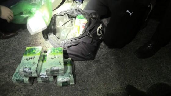 Bắt giữ đối tượng vận chuyển 11kg ma túy trên biên giới ảnh 6