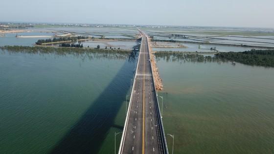 Cho phép phương tiện lưu thông qua cầu Cửa Hội dịp Tết Nguyên đán ảnh 4