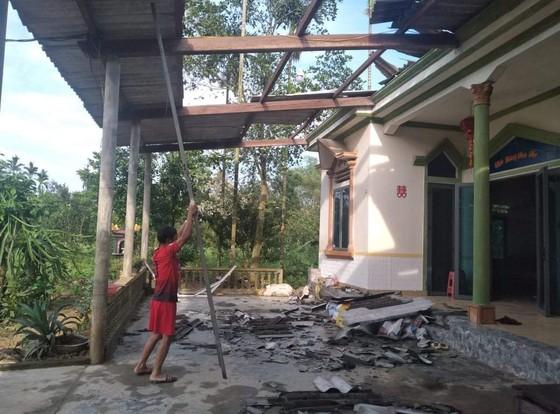 Lốc xoáy gây thiệt hại nặng về tài sản của người dân Hà Tĩnh ảnh 2