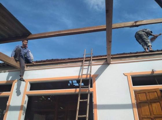 Lốc xoáy gây thiệt hại nặng về tài sản của người dân Hà Tĩnh ảnh 10