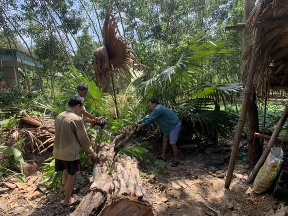 Lốc xoáy gây thiệt hại nặng về tài sản của người dân Hà Tĩnh ảnh 23