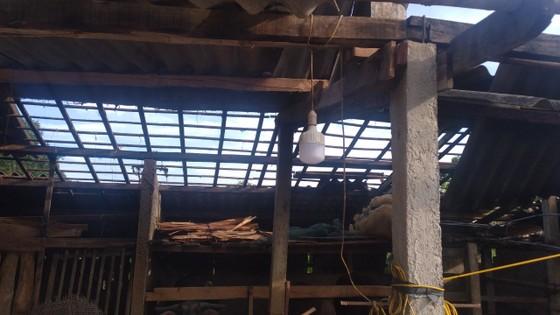 Lốc xoáy gây thiệt hại nặng về tài sản của người dân Hà Tĩnh ảnh 13