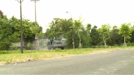 Quân khu 4 điều động lực lượng phun khử khuẩn các khu vực ở TP Hà Tĩnh ảnh 15