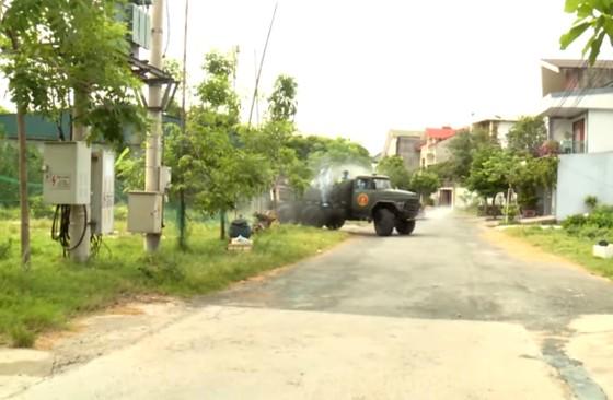 Quân khu 4 điều động lực lượng phun khử khuẩn các khu vực ở TP Hà Tĩnh ảnh 16
