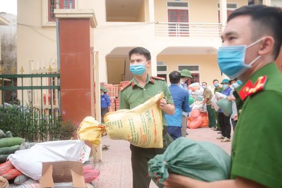 Người dân miền núi Hà Tĩnh tiếp tục quyên góp gần 120 tấn hàng hóa ủng hộ TPHCM và các tỉnh phía Nam ảnh 7