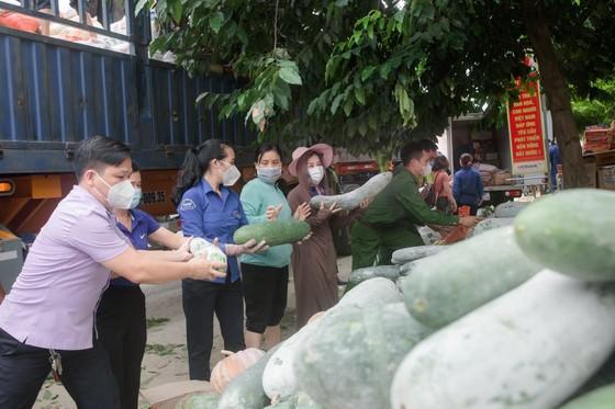 Người dân miền núi Hà Tĩnh tiếp tục quyên góp gần 120 tấn hàng hóa ủng hộ TPHCM và các tỉnh phía Nam ảnh 3