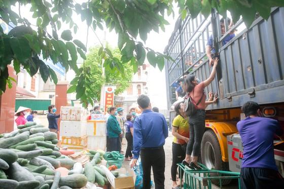 Người dân miền núi Hà Tĩnh tiếp tục quyên góp gần 120 tấn hàng hóa ủng hộ TPHCM và các tỉnh phía Nam ảnh 10