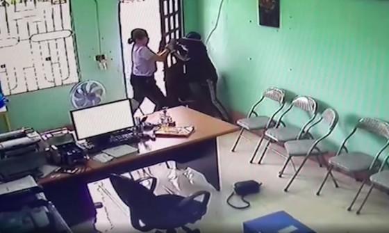 Bắt nghi phạm dùng dao khống chế nhân viên quỹ tín dụng liên xã để cướp tài sản ảnh 4