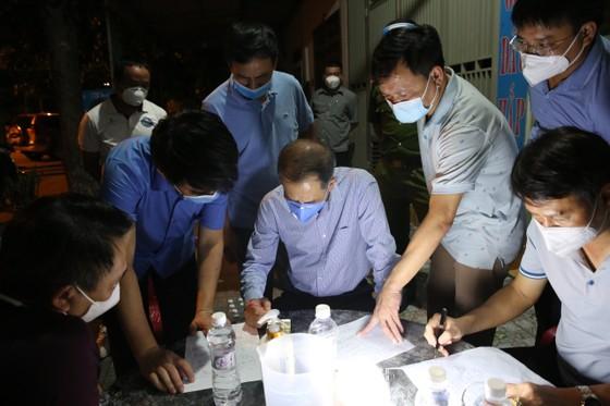 Hà Tĩnh: Thiết lập vùng cách ly y tế thị xã Hồng Lĩnh từ 0 giờ ngày 18-8 ảnh 1
