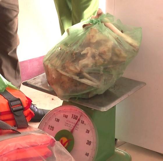 Hà Tĩnh: Phát hiện xác hổ đông lạnh nặng 160kg trong nhà dân ảnh 4