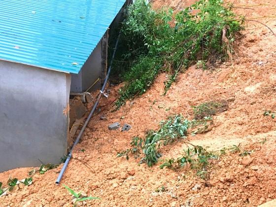 Hà Tĩnh: Sạt lở đất đồi làm sập tường nhà dân, 1 cháu bé bị gãy chân ảnh 3
