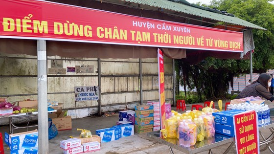 Hà Tĩnh: Huyện Cẩm Xuyên lập điểm hỗ trợ người dân về từ các tỉnh phía Nam ảnh 2