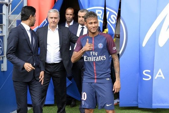 Neymar trong ngày ra mắt Paris SG