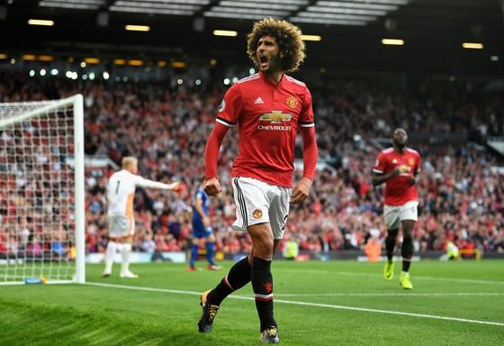 HLV Mourinho tin rằng thiếu Marouane Fellaini khiến họ không phòng ngự bóng bổng tốt nhất. Ảnh: Getty Images