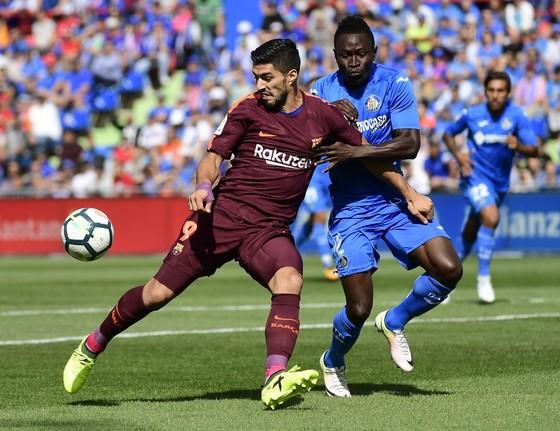 Suarez (trái) có ngày thi đấu cực tệ trước Getafe. Ảnh: Getty Images