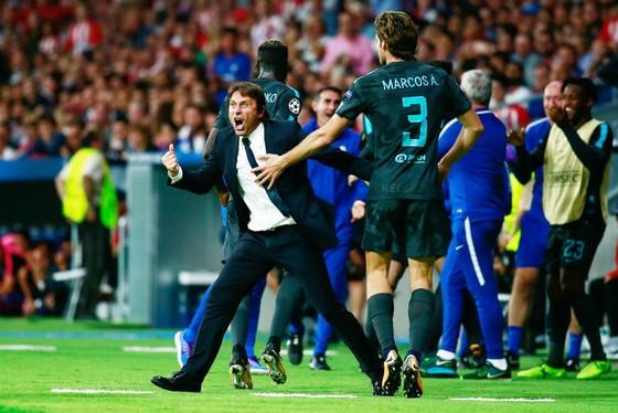 HLV Antonio Conte vẫn tin sự phấn khích sẽ giúp Chelsea vượt qua khó khăn. Ảnh: Getty Images