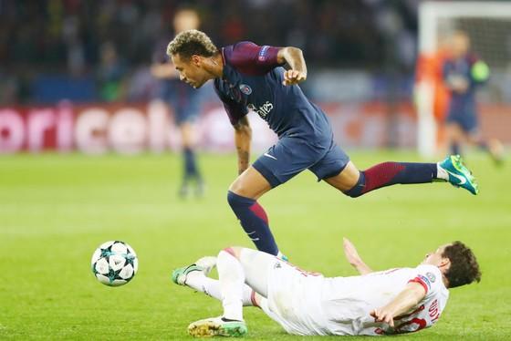 Paris SG (phía trên) đã vượt qua Bayern Munich một cách dễ dàng. Ảnh: Getty Images