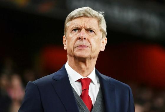 HLV Wenger nghĩ Barca gia nhập Premier League sẽ làm cho mọi thứ khó khăn hơn. Ảnh: Getty Images
