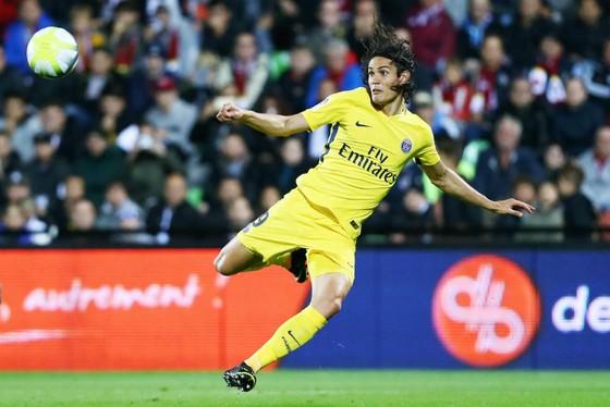 Nếu quyết tâm chiêu mộ Alexis Sanchez, Paris SG có thể sẽ hy sinh Edinson Cavani. Ảnh: Getty Images