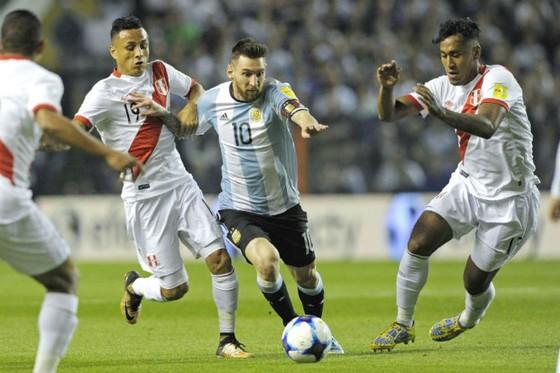 Argentina: Nhìn tới, nhìn lui cũng đều ác mộng ảnh 2