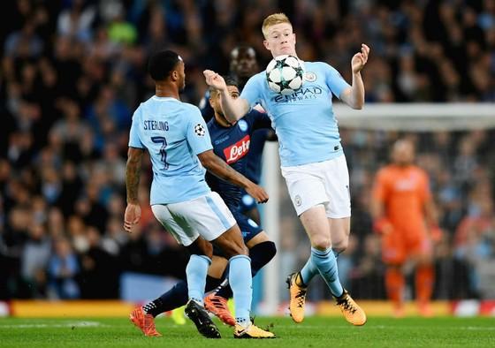 Kevin de Bruyne (phải) đang khẳng định là một trong những tiền vệ hay nhất châu Âu lúc này. Ảnh: Getty Images