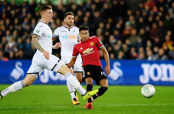 Jesse Lingard (phải) tỏa sáng với cú đúp để chờ đợi cơ hội tiếp theo ở Premier League. Ảnh: Getty Images
