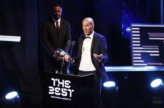 Zidane trong buổi lễ Best FIFA 2017. Ảnh: Getty Images