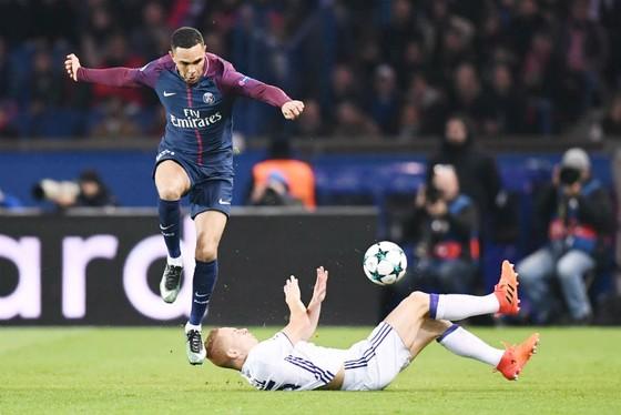 Paris SG (trái) sẽ không bỏ qua cơ hội diệt vua hòa Angers để giành trọn 3 điểm. Ảnh: Getty Images