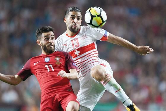 Không may xếp sau Bồ Đào Nha ở vòng loại, nhưng Ricardo Rodriguez (phải) và Thụy Sĩ xứng đáng có mặt tại Nga. Ảnh: Getty Images