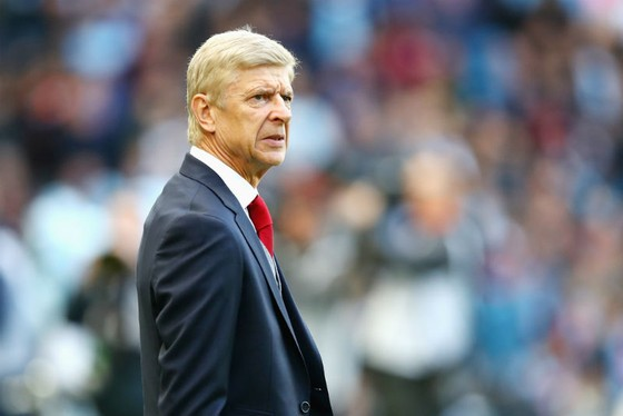 """Arsene Wenger liệu sẽ """"níu kéo"""" mùa giải này đến bao lâu? Ảnh: Getty Images"""