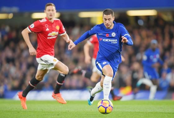 Eden Hazard (phải) đang tỏa sáng trở lại. Ảnh: Getty Images
