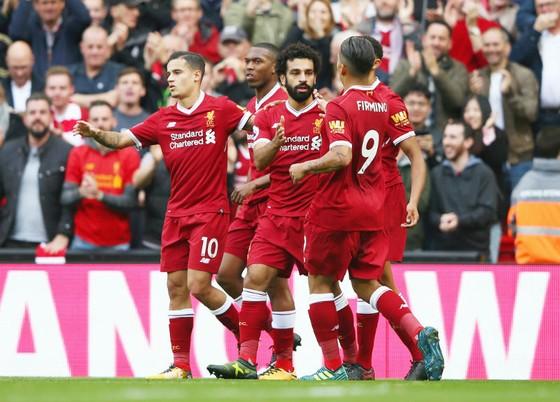 Từ trái sang, Philippe Coutinho, Mohamed Salah và Roberto Firmino mừng bàn thắng. Ảnh: Getty Images