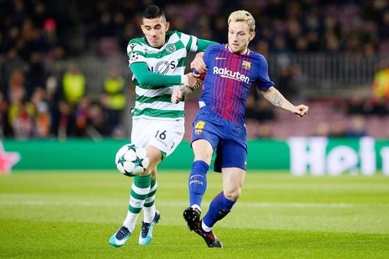 Messi dự bị, Barca (đỏ xanh) vẫn thắng nhàn. Ảnh: Getty Images