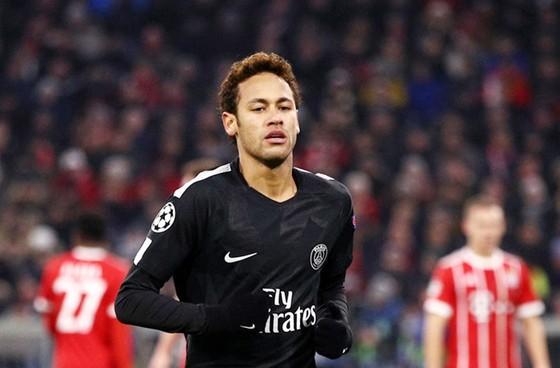 Chủ tịch Perez tiếp tục tung chiêu mời mọc Neymar. Ảnh: Getty Images