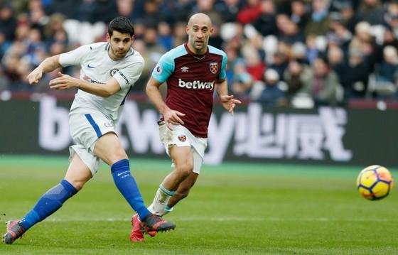 Mệt mọi có thể đang khiến Alvaro Morata (trái) thiếu đi sự chuẩn xác trong dứt điểm. Ảnh: Getty Images